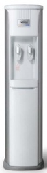 Кулер-диспенсер питьевой воды.